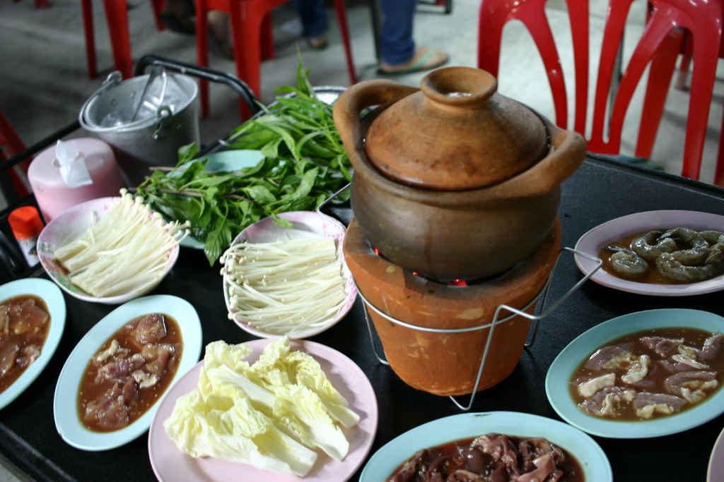 イサーン料理のチムチュム鍋