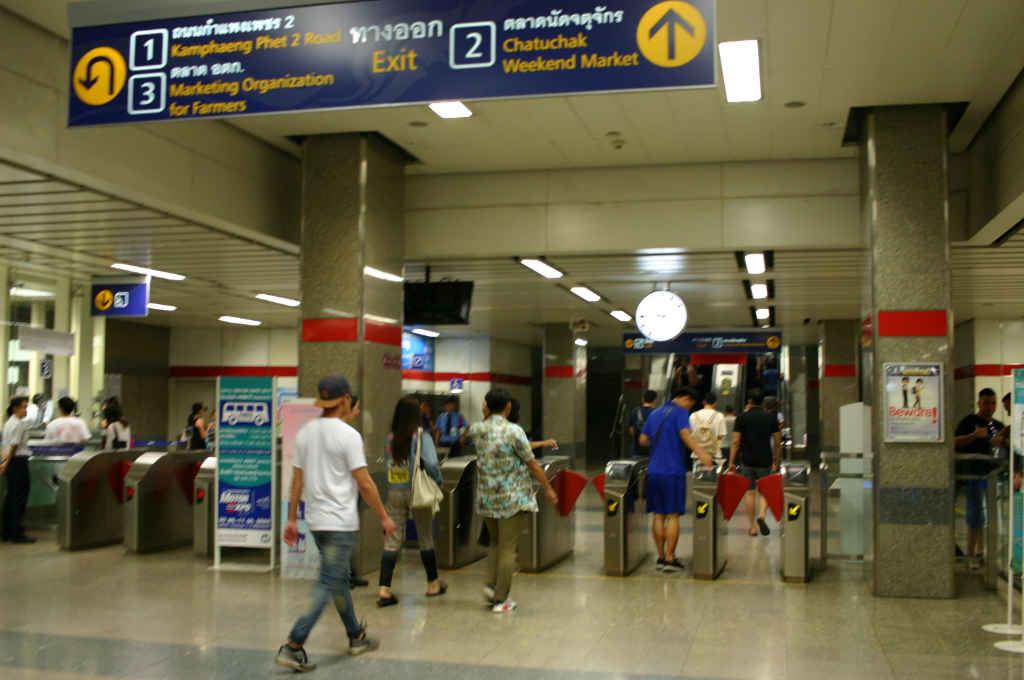 バンコクのチャトゥチャックマーケット最寄駅