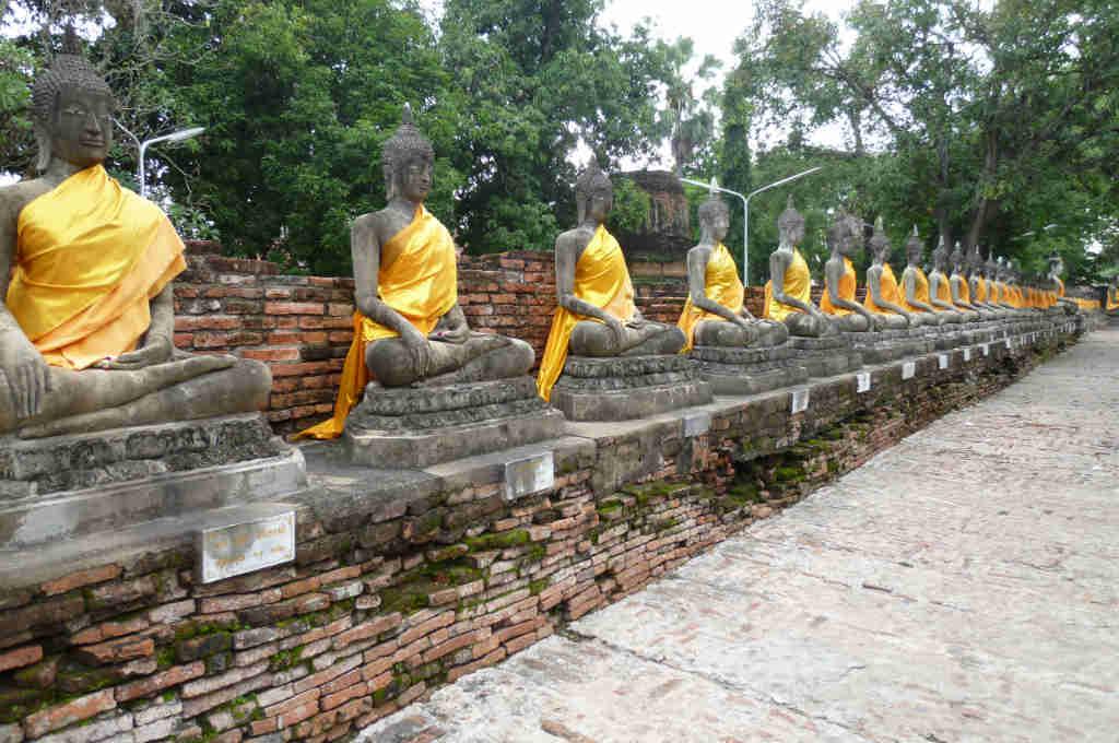タイの寺院に置いてある仏像