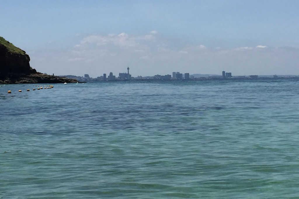 ラン島からみるパタヤのビル群