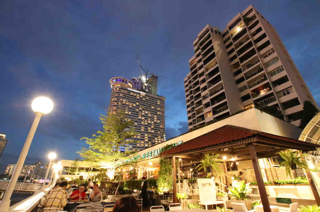 タイのリバーサイドレストラン ヨックヨー