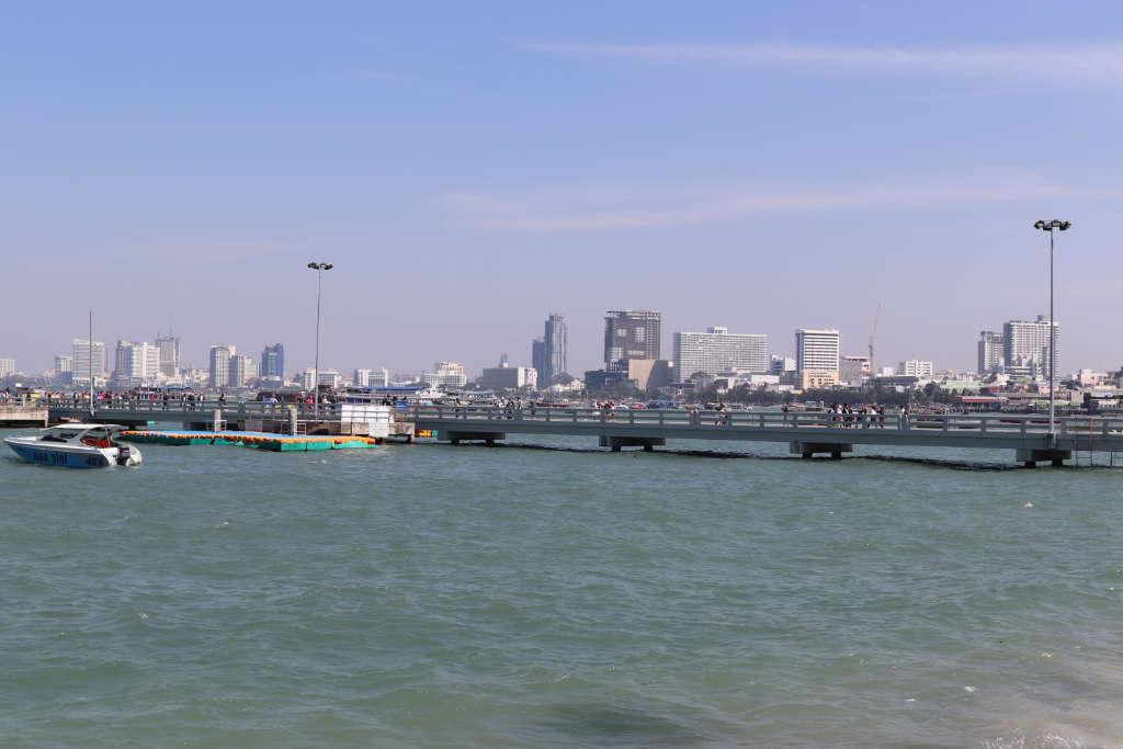 パタヤのバリハイ埠頭