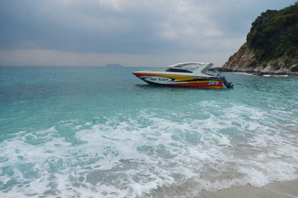 エメラルドの海が綺麗な、タイのリン島