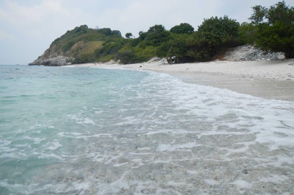 綺麗なエメラルドのビーチがあるタイの離島