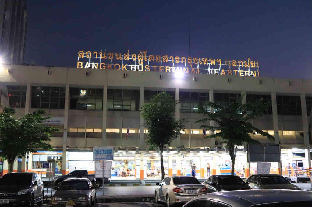 タイバンコクのエカマイバスターミナルの外観