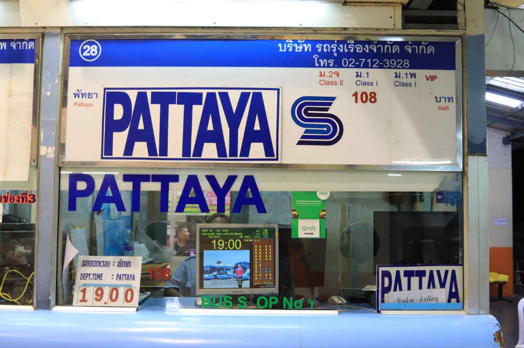 タイ、バンコクのエカマイバスターミナルにある、パタヤ行きチケット売り場