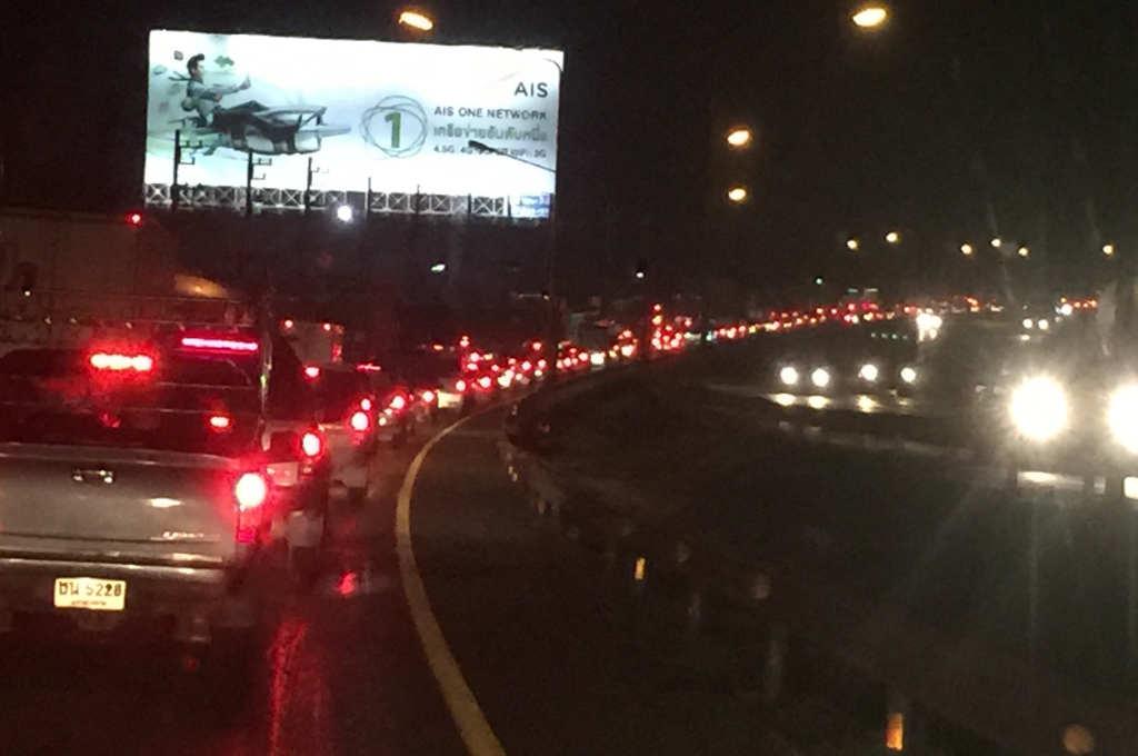 タイの国道で大渋滞