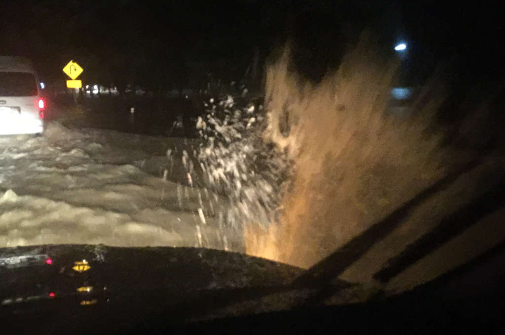 タイの洪水中の道路