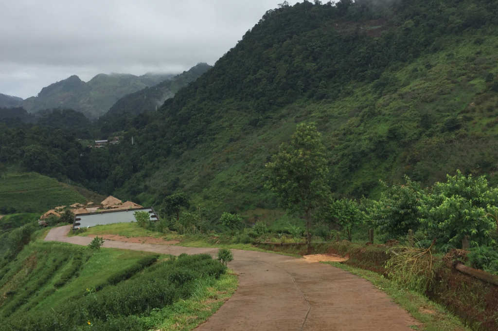 ガードレールがないタイの山道