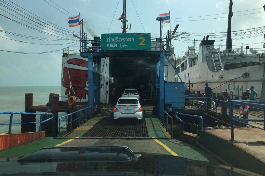 タイのパンガン島行きフェリー