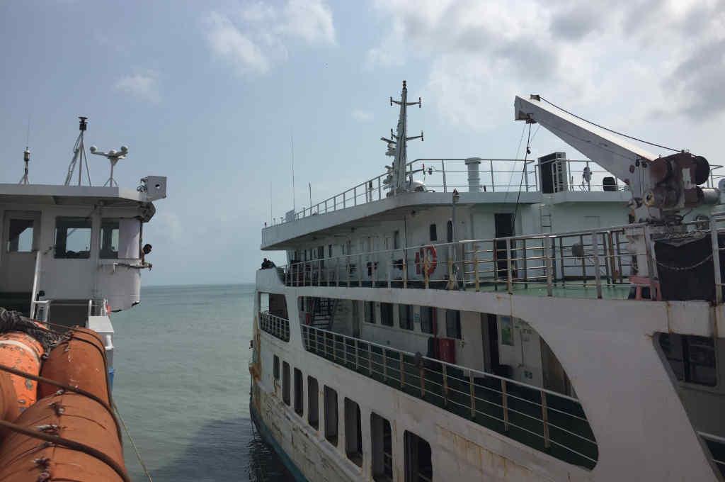 タイのパンガン島に行くフェリー
