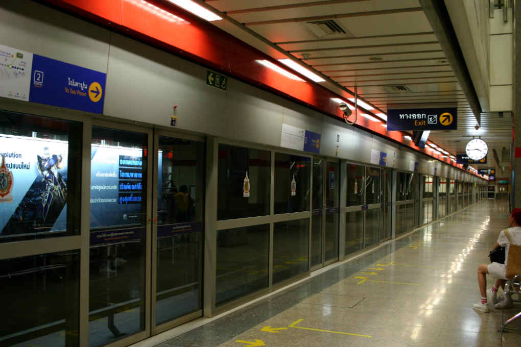 バンコク地下鉄MRTのホーム