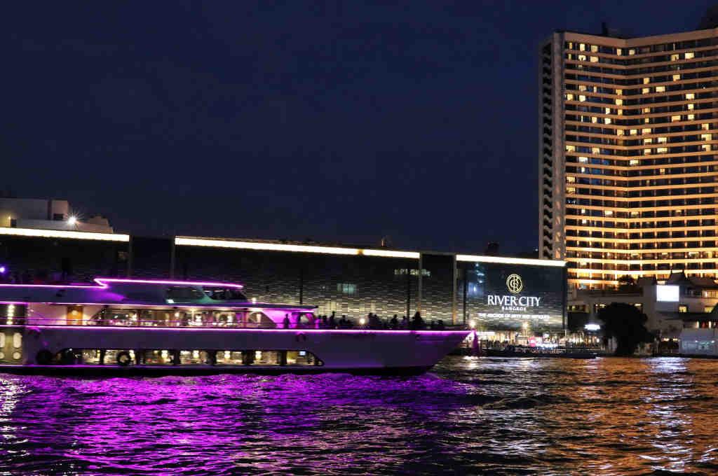 バンコクチャオプラヤ川沿いにあるヨックヨーレストラン