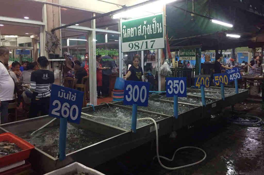 アユタヤのエビ市場
