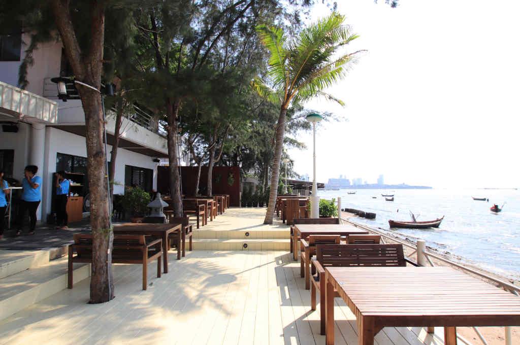 パタヤの海が一望できるレストラン「ポンペッ」