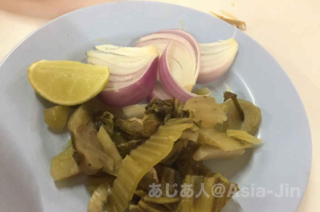 チェンマイのカオソイサムージャイ