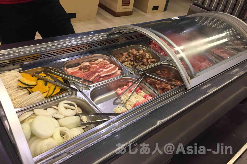 バンナーでサムギョプサルが食べ放題の「Factory Buffet」