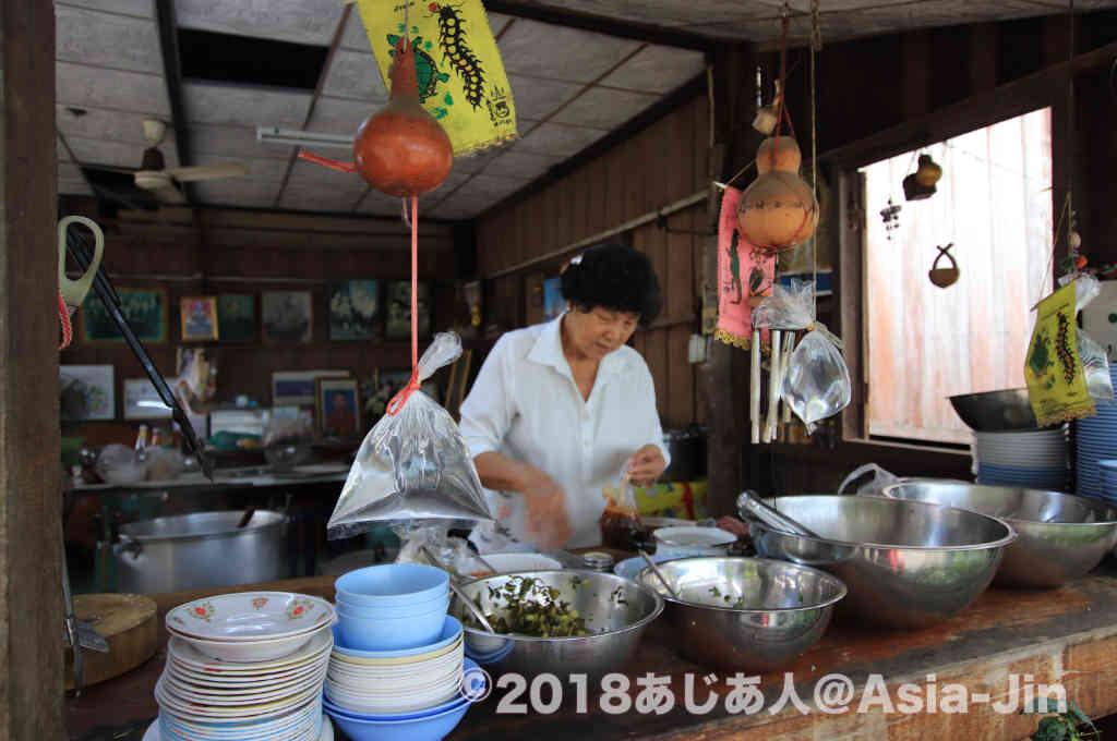 チェンコーンの老舗ナムニョオ食堂