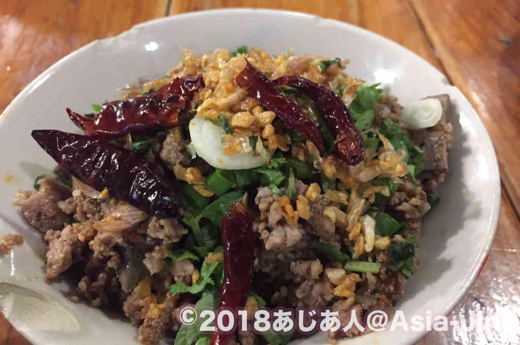 「カオソイ」=カレー味のヌードル 「ナムニョオ」=トマトベースの米麺を使ったそうめん 「ゲーン・ハンレー」=ポークカレー 「ラープ・ムー・コワ」=豚ひき肉のハーブ炒め北部式