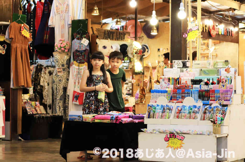 ホアヒン「Chatsila Night Market」。