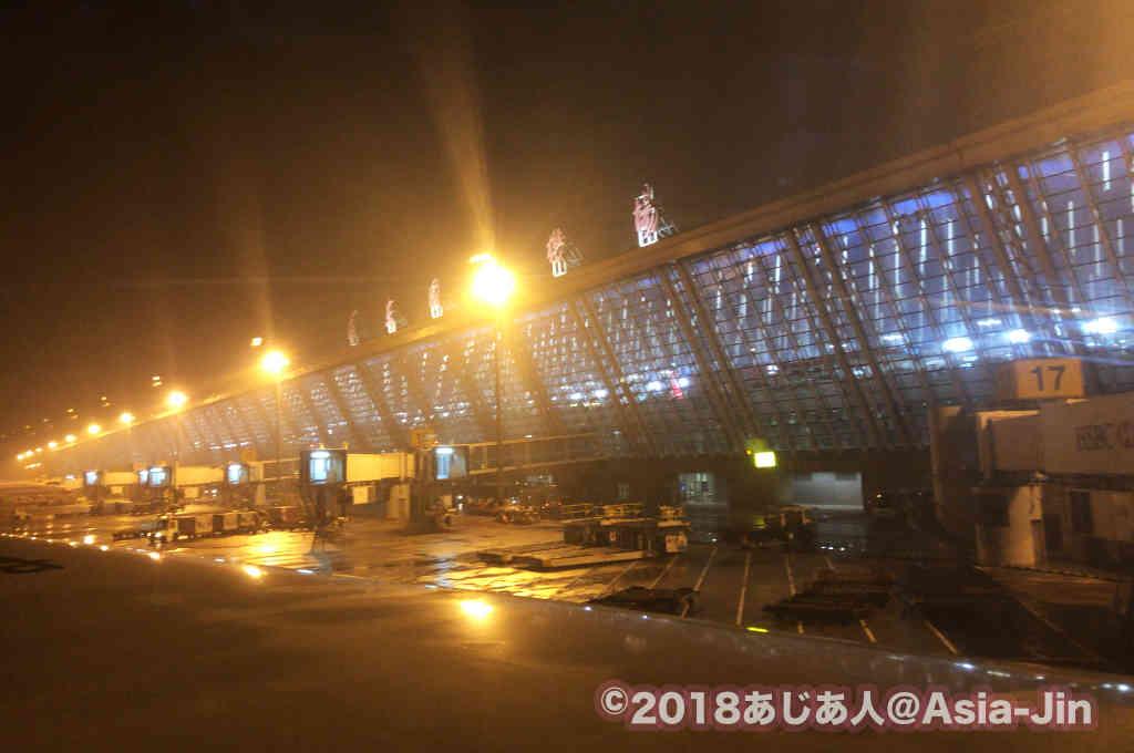 バンコクへの乗り継ぎ便で、深夜の上海外灘を散策