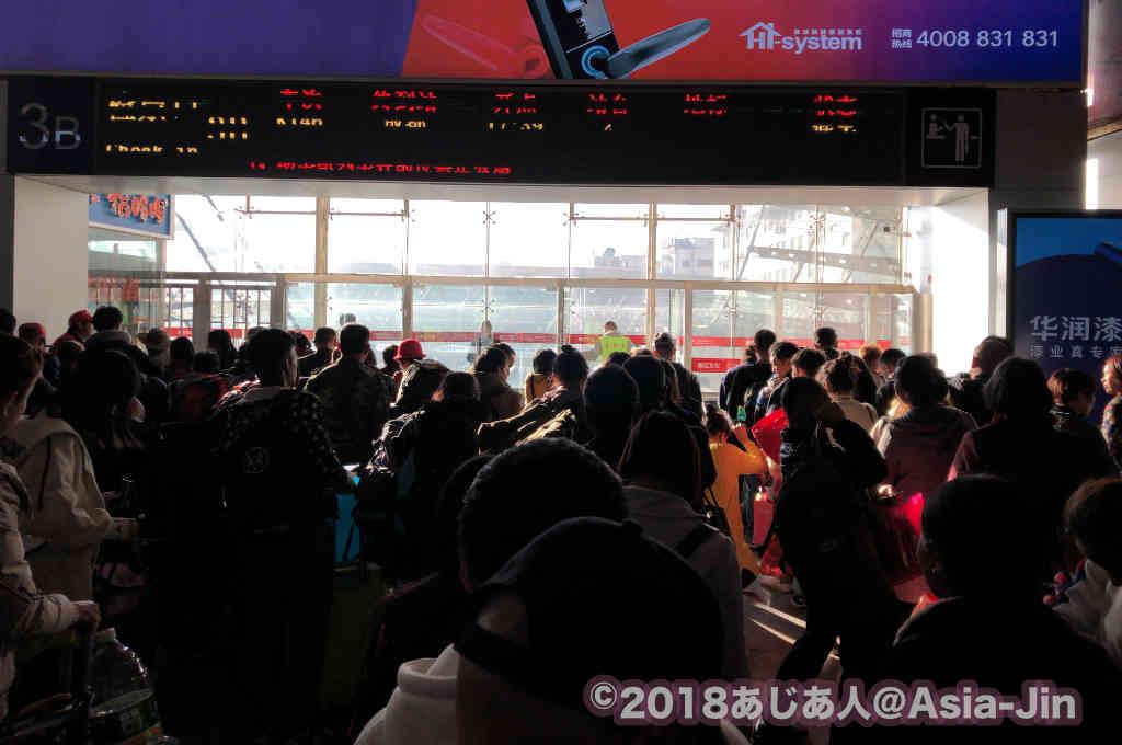 昆明駅の待合ホール