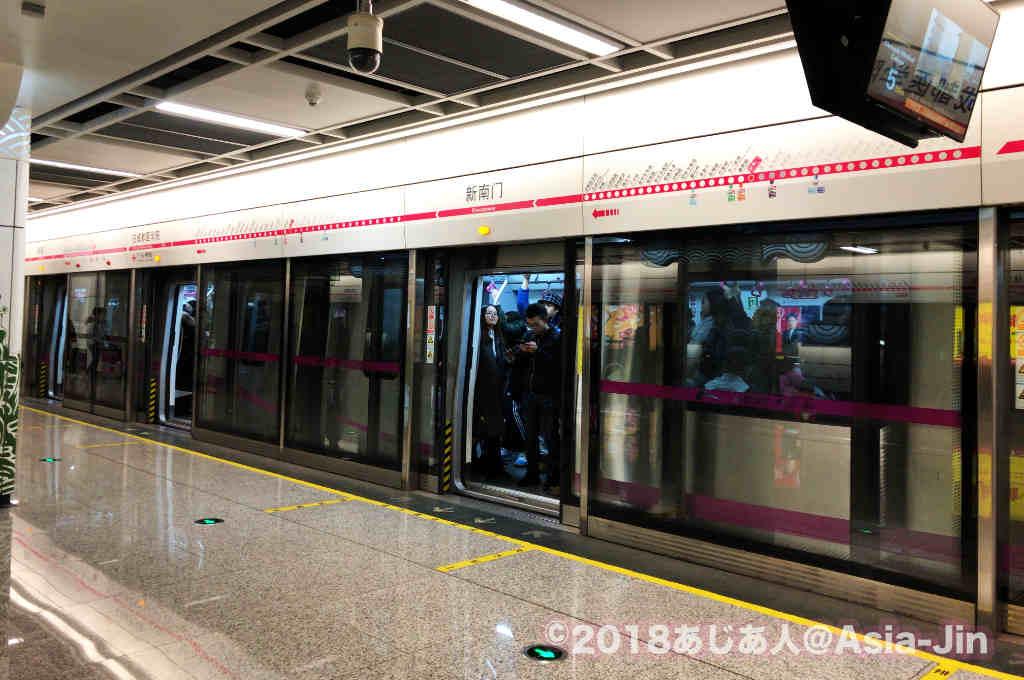 成都地下鉄で新南門駅に到着