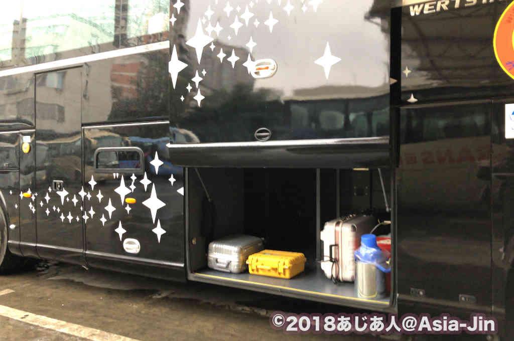 康定行きのバスのトランク