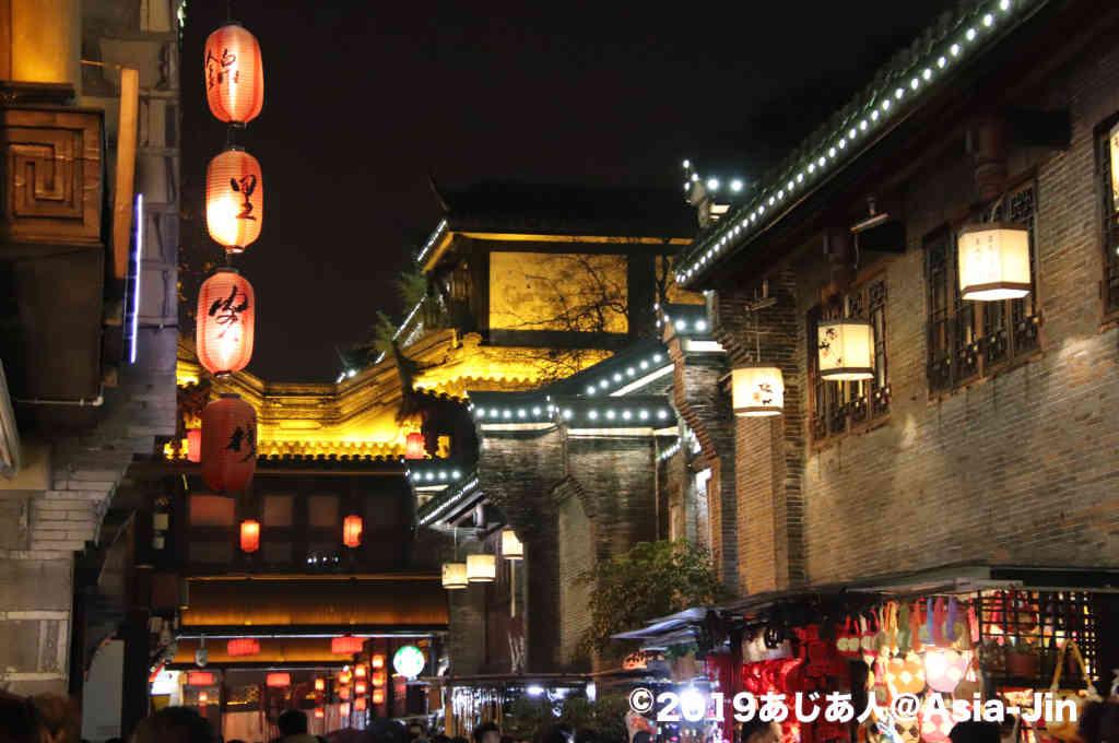 成都・錦里は古い街並みが再現されたスポット