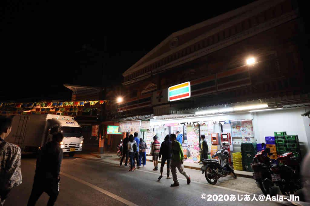 メーサロンのナイトマーケット夜市