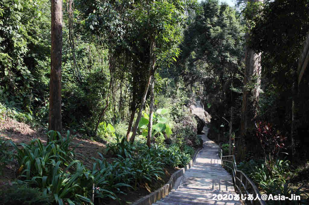 チェンダオの見どころ「タムパープローン修道院」